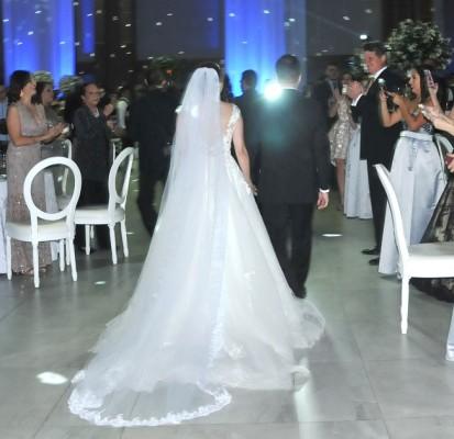 Un ajuar nada convencional eligió la novia para su gran noche...sencillamente exquisito...