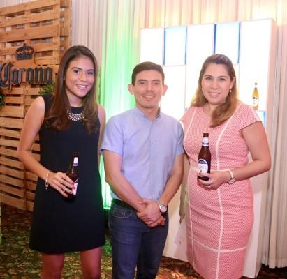 Alondra Caraccioli, Mario Banegas y Carolina Perezdiez.