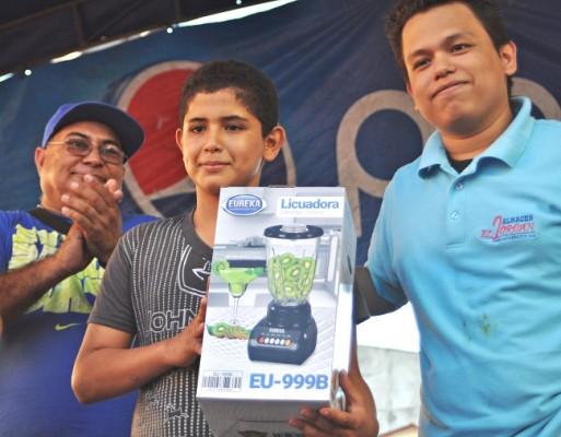 Como parte de las actividades se organizaron concursos para premiar a los clientes.