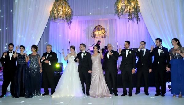 Las familias Suazo y Milla, brindaron por la felicidad de los recien casados, Carla Milla y Julio Enrico Suazo.