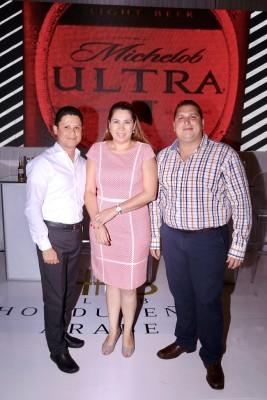 Orlando Pineda, Carolina Perezdiez y Eduardo Romero.
