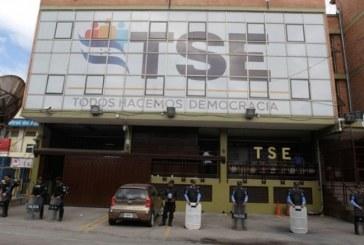 Según datos del TSE se amplía diferencia de votos a favor JOH