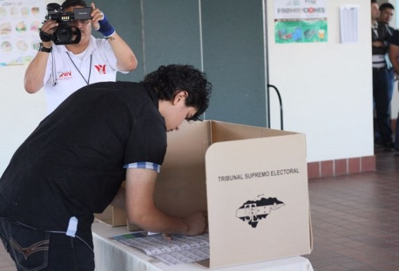 Enseñan a la ciudadanía los pasos que deben seguir para ejercer el voto