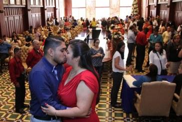 """Unas 35 parejas se dieron el """"sí, acepto"""" en emotiva ceremonia civil en San Pedro Sula"""