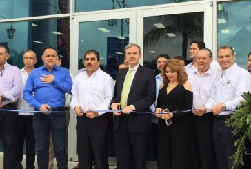 """CCIC inaugura el """"Centro de Convenciones Emprendedores"""" y """"Bazar del Sábado Navideño"""""""