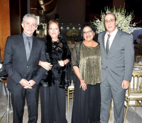 Felipe y Rosa Bustamante junto a Alma Talbott y Roberto Samud