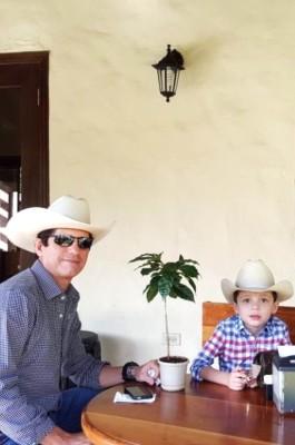 Luis Fasquelle con su gemelo
