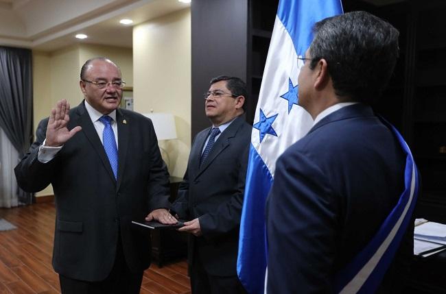 Juramentados Roberto Ordóñez como ministro de Energía y Marcial Solís en Educación