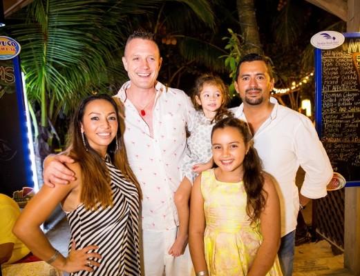 Sara Hunt, Adam Hunt, Hanna Hunt baby, Indi Hunt y Samuel Rivera