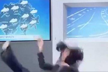 Video: A presentadora del clima le juega ¡auch! el 'mal tiempo' en vivo