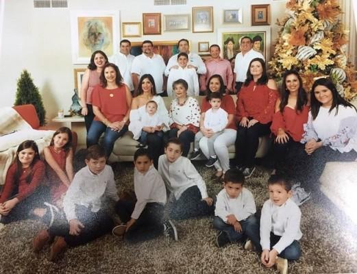 Linda Coello con su familia
