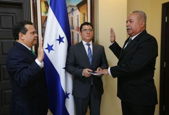 Andrés Felipe Díaz juramentado como comisionado presidente de la Interventora de la UNA
