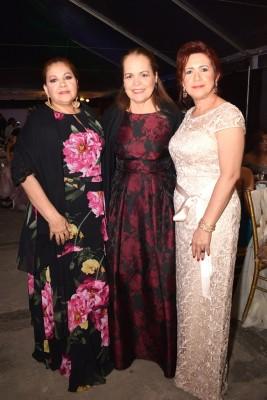 Blanca Lardizábal, Geraldina González (madre del novio) y Lizeth Rodríguez