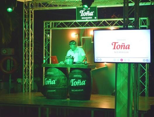 Dj Rojo animó a los invitados en la fiesta de lanzamiento de la nueva Cerveza Toña