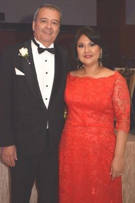 Los padres del novio Juan José Aguilar y Lisbeth Jarufe