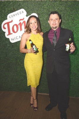 Marcia Pineda y Marlon Rodríguez Gerente General de Vinos y Licores Internacionales, anfitriones en el lanzamiento de Cerveza Toña