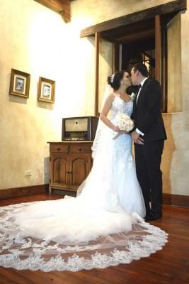 Melvin Ferraro y Marcela Juárez unieron sus vidas en una ceremonia oficiada por el padre Héctor Manuel Lacayo