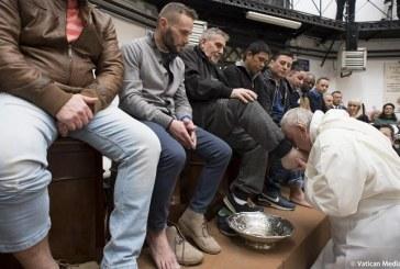Papa Francisco oficia misa en cárcel y hace el lavatorio pies a presos no católicos