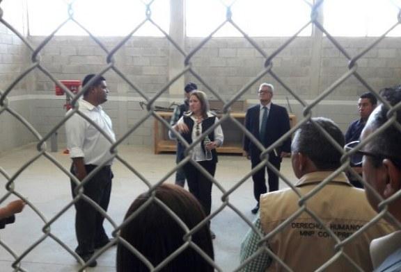 """Comisión internacional y operadores de Justicia constatan situación de privadas de libertad en el """"Pozo II"""""""