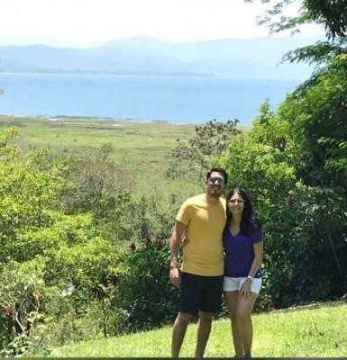 Angel Fajardo y su esposa, Tina María Mena
