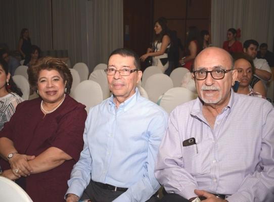 Julie y César Tieleman con Antonio Kattán