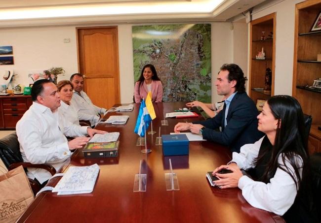 Armando Calidonio se reúne con alcalde de Medellín y conoce  temas de emprendedurismo y movilidad urbana
