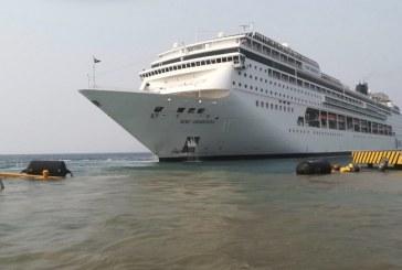 Los 1,800 pasajeros a bordo del crucero que impacta contra muelle de Roatán continuaron su recorrido