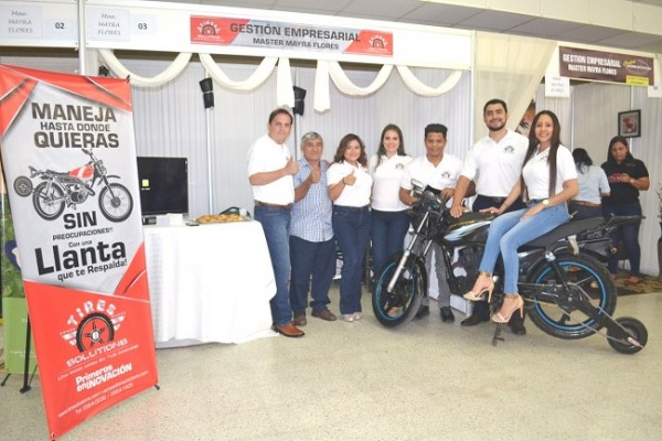 Ganadores del Primer Lugar en categoria Senior con la rueda de respaldo para Motocicleta.