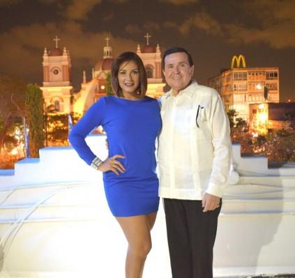 La relacionadora pública de UTH, Ruth Arita, con el Chef Hernando Moreno.