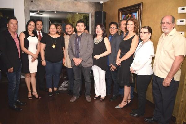 Los artistas hondureños junto a los organizadores del atractivo evento