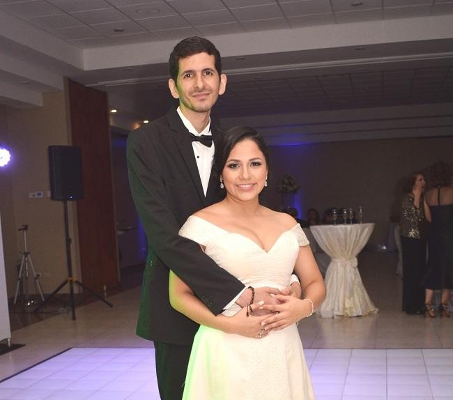 La boda de Myrla y Andrés…una promesa en el altar