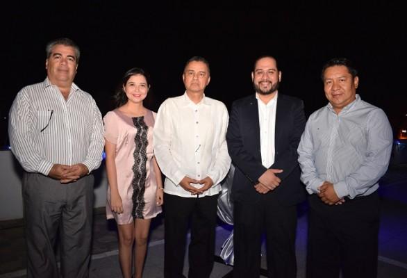 Luis Ferraté (Cónsul de Guatemala), Gina Bonilla, Reynaldo García (Director de la carrera de Turismo UTH), Ricardo Herrera (Cónsul de El Salvador) y Jorge García.