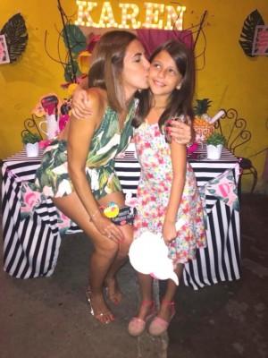 Reyna Caraccioli con Karen que celebra su cumpleaños