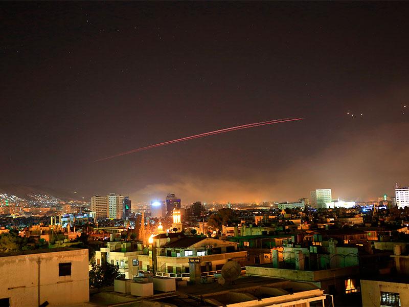 Fuertes explosiones cayeron sobre Siria tras ataques militares de Estados Unidos, Reino Unido y Francia
