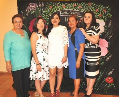 Karla zelaya celebra su amor for Annette moreno y jardin