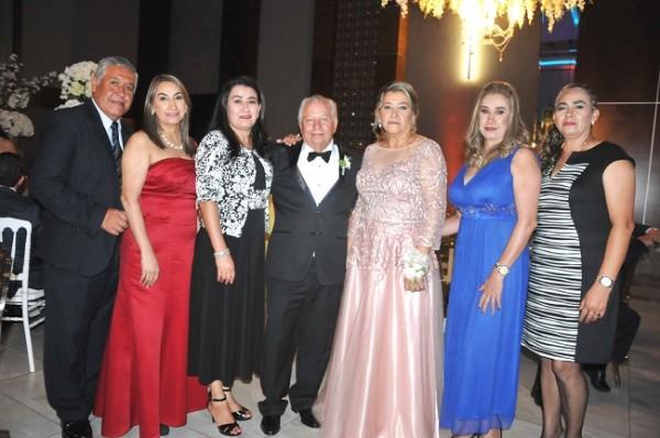 Alan y Carmen Doblado, Haide Hernández, Hilario y Gladis de López, Yolanda Portillo e Irma Portillo
