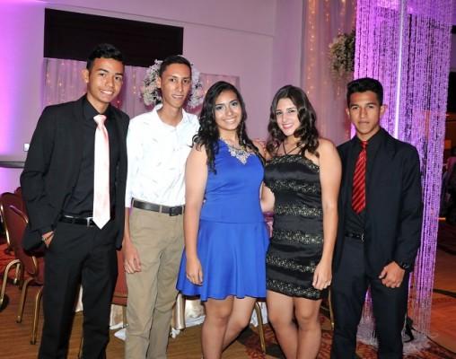 Alejandro Molina, Eduardo Portillo, Karen Urbina, Johely Fajardo y Alejandro Matute