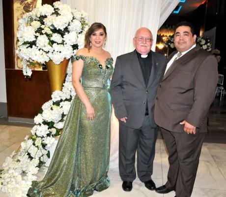 Aylin de Rodríguez, el padre José María Ferrero y Felix Rodríguez