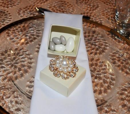 El curioso y fino recuerdo de bodas: 5 almendras que simbolizan para los novios: Salud, Fertilidad, Suerte, Riqueza y por supuesto, ¡Felicidad!