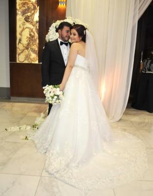 Los recien casados: Olvin Josué López y Dulce Esmeralda López, en una fotografía única para Farah La Revista.