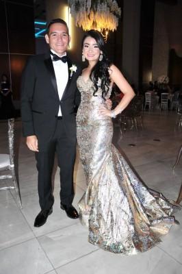El hermano de la novia, Óscar López y su bella esposa, Katherin López