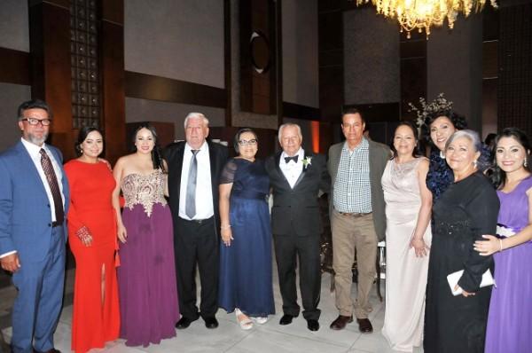 El padre del novio, don Hilario López junto a sus hermanos, sobrinos y primos.