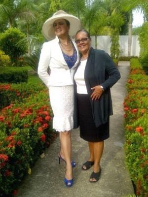 Francis Funez con su señora madre