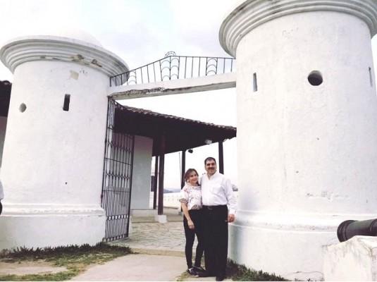 Jorge Faraj y esposa inaugurando el Bazar del Sábado en Gracias