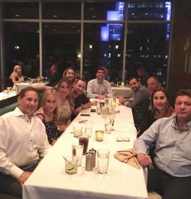 Lima Segebre celebrando con familia