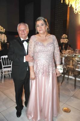 Los padres del novio, Hilario López y doña Gladis de López