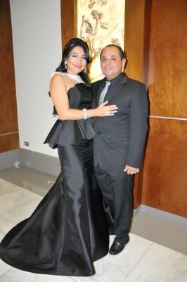 Melissa Aragón de López y su esposo, Hubert López