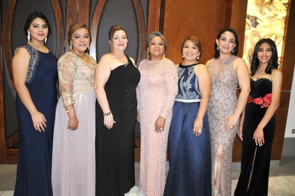 Scarleth Argueta, Sandra Argueta, Marlen Paredes de Romero, Josefa Rodríguez, Martha Argueta, Mercedes Carvajal y Melany Argueta