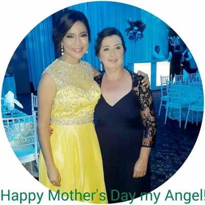Sthephania Michelle Velasquez con su mami Mayra Reyes