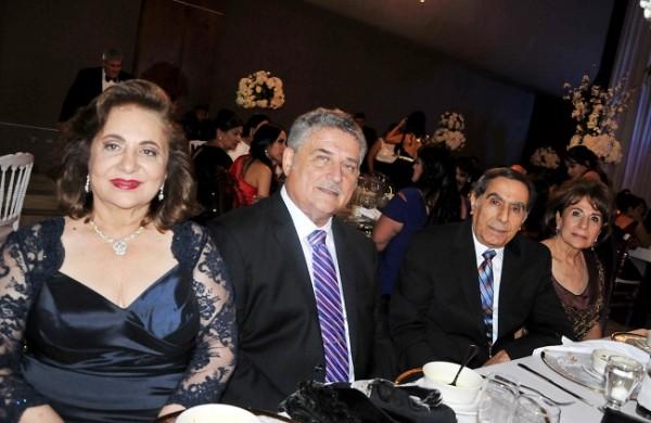 Suyapa y Basilio Fuschich, junto a Emir y Vivian de Segebre